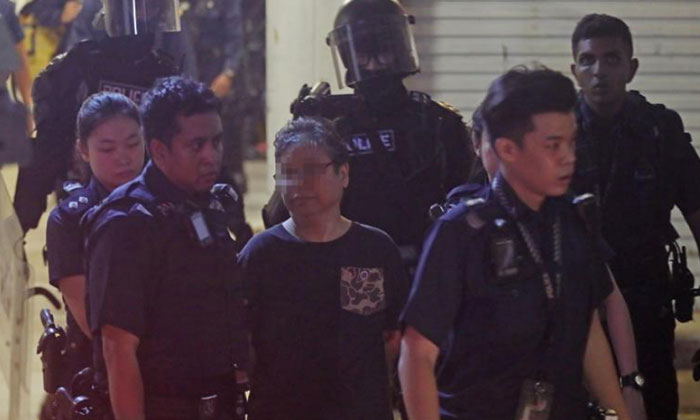 The police conducted a forced entry and arrested the woman who had locked herself in the Tampines rental flat. PHOTO: LIANHE WANBAO