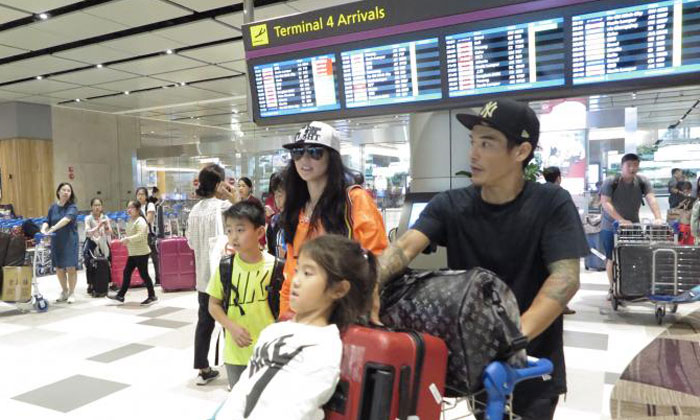 Cheung and her family were spotted at Changi Airport on Wednesday afternoon. Photo: Lianhe Zaobao