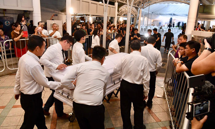 People look on as the body of Aloysius Pang is wheeled into his wake at MacPherson Lane, on Jan 25, 2019. ST PHOTOS: DESMOND FOO