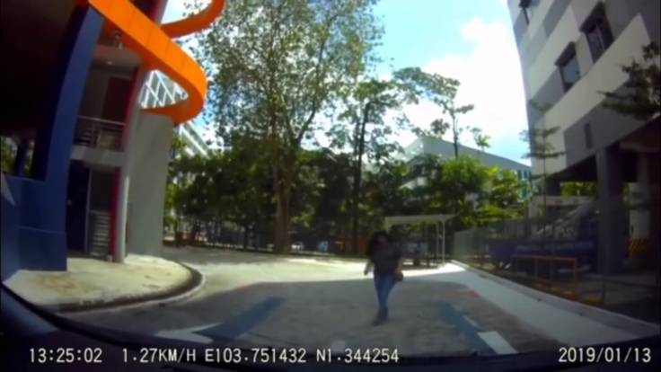 """Grab suspends account of passenger who made unreasonable demands, went """"berserk"""" and accused driver of hitting pregnant wife"""