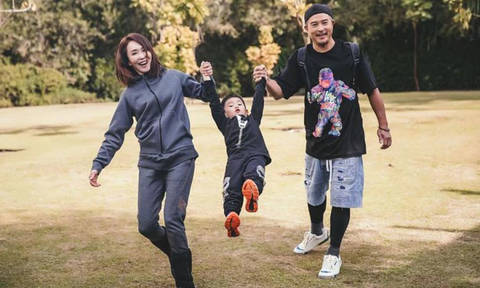 Christopher Lee, marking 10-year marriage with Fann Wong, stays clear of other women