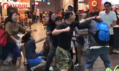 2 men arrested after messy fight breaks out at Jewel Changi Airport