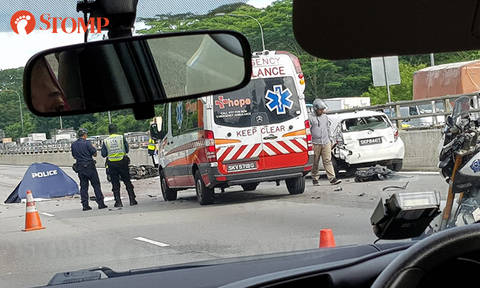 Motorcyclist, 45, killed in accident involving 2 cars and trailer along SLE