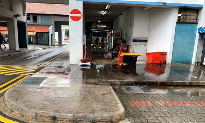 A refuse collection area behind stalls near Block 966 Jurong West Street 93, where witnesses saw the victim fall to the ground unconscious. ST PHOTO: CHERYL TEH