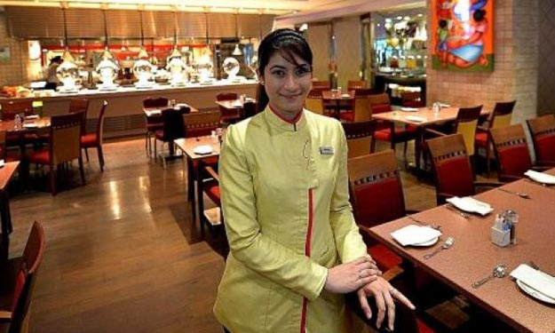 Confessions of a buffet restaurant manager: Some people try to take home crabs