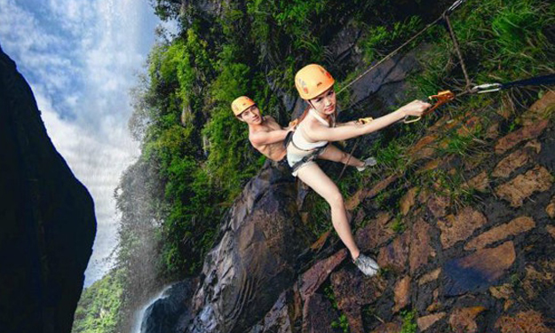Beautiful couple go on thrilling climb on Hunan mountain -- where guy does something even riskier